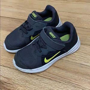 Nike Shoes - Boys Nike Shoes SZ 9T